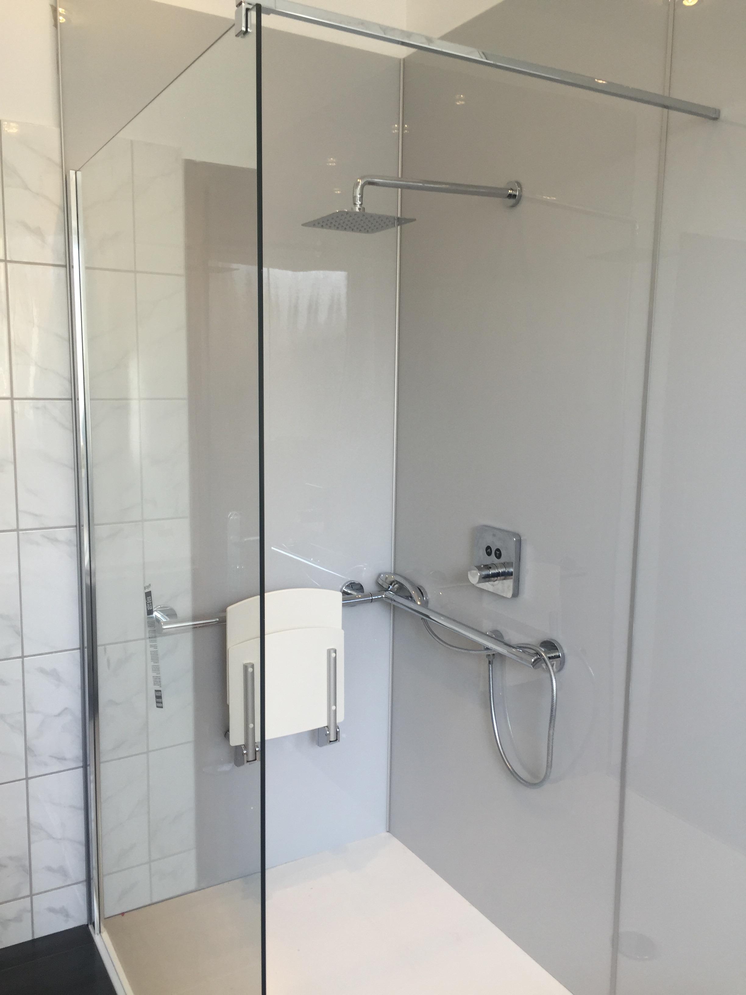 Wandverkleidungssystem im Duschbereich